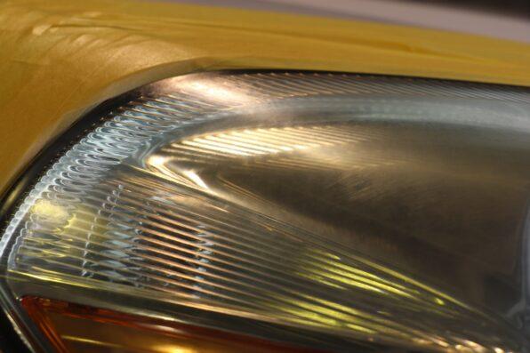 黄ばみのあるヘッドライト 拡大 施工前