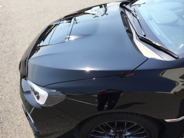 USC Premium 360 施工後の新車WRX。太陽光が反射