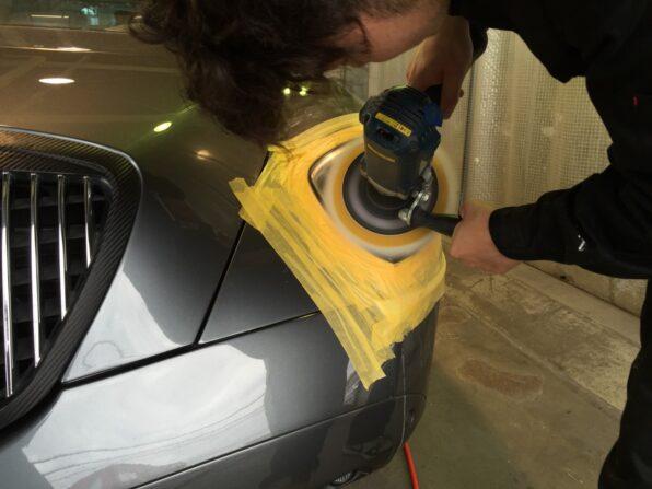 ランチアのヘッドライト磨き ポリッシャーで仕上げ