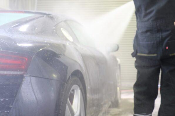 温水による高圧洗浄でしっかりとすすぐ!