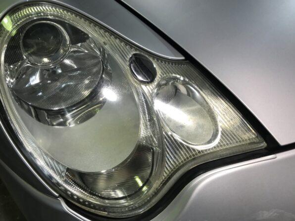 欧州車・ポルシェカレラのヘッドライトの黄ばみ取り 施工前1