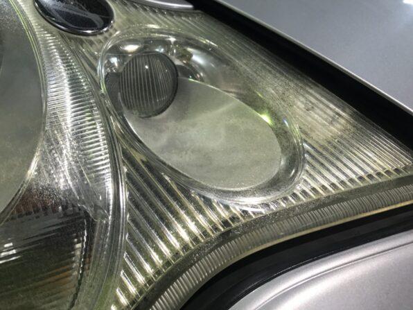 欧州車・ポルシェカレラのヘッドライトの黄ばみ取り 施工前2