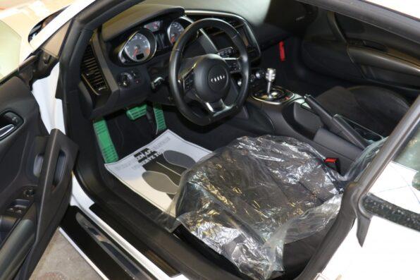 高級車の車内清掃