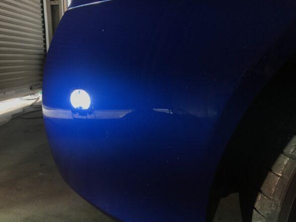 エクラエクシード・ガラスコーティング施工後。強い照明を当てもキズは確認できない
